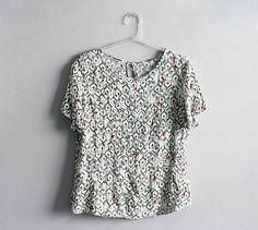 Como não suspirar com o charme da nossa blusa? Casinhas e pássaros, no clima delicioso das férias de verão.     #poire #poirepelomundo #ootd #lookpoire#temnapoire #barrashopping #shoppingviaparque#riodejaneiro