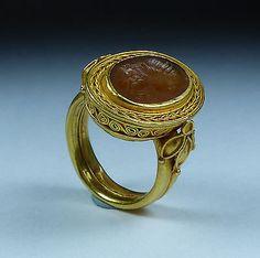 MAGNIFICENT-GEORGIAN-FINE-GOLD-INTAGLIO-RING-CIRCA-1800S