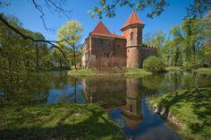 Zamek w Oporowie Castles To Visit, Beautiful Castles, The Beautiful Country, Countries Of The World, Amazing Architecture, Planet Earth, Landscape Art, Travel Inspiration, National Parks