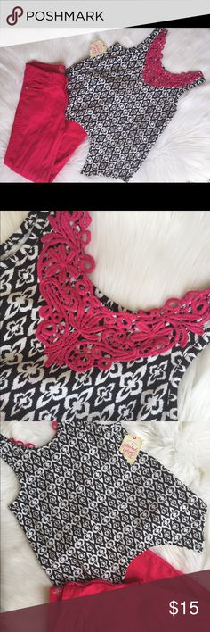 NWT Pink Skinny Jeans Black Print Lace Tank 10 12 NWT Pink Skinny Jeans Black White Print Lace Tank 10 12. Top is NWT size 10/12. Jeans/Pants are size 10 Sugah & Honey Bottoms Jeans
