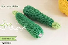 Another crochet vegetable has arrived to complete our basket: today we create the amigurumi zucchini scheme. Crochet Fruit, Crochet Food, Diy Crochet, Crochet Crafts, Crochet Flowers, Crochet Projects, Easy Crochet Patterns, Amigurumi Patterns, Crochet Animals