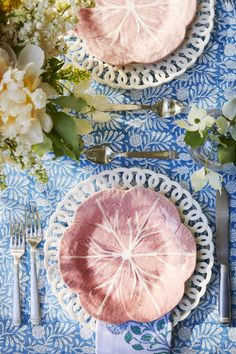 Jenna Bush Hager Hosts an Unforgettable Weekend Gathering at Her Spirited Long Island Cottage Party Decoration, Table Decorations, Ramadan Decorations, Sandro, Dresser La Table, Constellations In The Sky, Blue Table Settings, Jenna Bush Hager, Mothers Day Dinner
