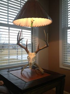 European mount lamp, with the arrow used to kill the deer. Iooking for ideas for Steve's European mount. Deer Hunting Decor, Deer Decor, Hunting Cabin, Antler Decorations, Hunting Stuff, Deer Lamp, Antler Lamp, Antler Lights, European Mount