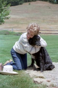 She's a good animal hugger | 37 Reasons Why Nancy Reagan Was The Ultimate First Lady