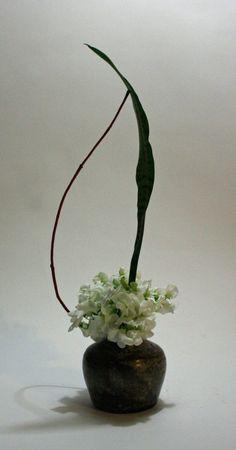 New flower line art design ikebana ideas Ikebana Arrangements, Ikebana Flower Arrangement, Flower Arrangements Simple, Line Flower, Flower Show, Flower Art, Line Art Design, Japanese Flowers, Japanese Art