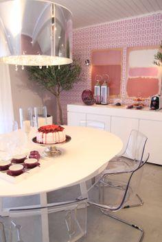 aparador e mesa de jantar