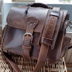Buy the manage at your stuff using our extremely versatile rundown of top-handle backpacks. Saddleback Leather, Work Bags, Leather Projects, Leather Backpack, Leather Bags, Cloth Bags, Leather Working, Leather Craft, Outfit