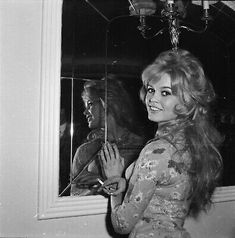 Brigitte Bardot at a London Hotel during a photo call for her latest movie Babette Goes to War, Bridgitte Bardot, Classic Actresses, London Hotels, London Photography, Day For Night, Fan Page, Latest Movies, Dreadlocks, Film