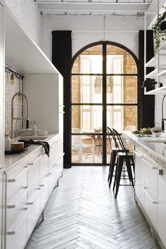 small all white galley kitchen idea 26 Amazing All White Kitchen Design Ideas to get inspired! Galley Kitchens, Black Kitchens, Industrial Chic Kitchen, Industrial Style, Industrial Lamps, Industrial Furniture, Vintage Industrial, Vaulted Ceiling Lighting, Vaulted Ceilings