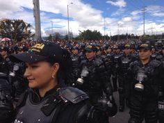 Mujeres del ESMAD desfilando en el día de la independencia. #20DeJulio #SomosColombia