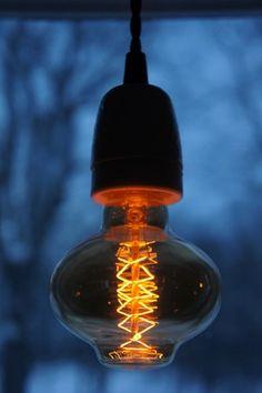 "40 watts ""Edison"" koltrådslampa i annorlunda form"