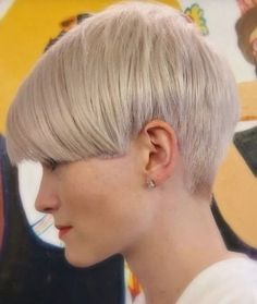 Pixie cuts have been on the rise ever since Anne Hathaway rocked her buzzed cut in Les Miserables. Pixies have redefined what haut-couture means, and with celebs on every corner opting to buzz off … Short Hair Cuts For Women, Short Hairstyles For Women, Hair Styles 2016, Curly Hair Styles, Undercut Hairstyles, Cool Hairstyles, Pelo Pixie, Haircuts For Fine Hair, Layered Hair