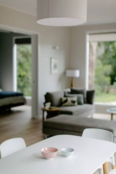 Looking for a relaxing girls' getaway? Check out this stylish modern Mornington Peninsula accommodation ideal for groups. | alluxia