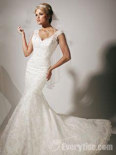 $180.99 【Everytide.com】Wholesale V Neckline Court Train Wedding Gown
