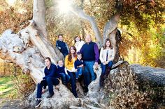 A perfect fall photoshoot with this awesome family. What to wear for a photoshoot. Large family posing idea. Lori Romney Photography
