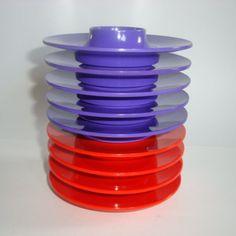 Rosti Danish design retro egg cups from the 70s designed by Bjørn Christensen. Made in melaminplastic. Rosti æggebægre fra 70'erne. #rosti #danishdesign #danskdesign #eggcups #æggebægre #bjørnchristensen #70s #melamine #kitchenware #retro #trendyenser #sælges #tilsalg #forsale on www.TRENDYenser.com.