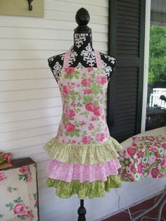 Glamour Girl Apron from DiannesDesignerAprons on Etsy-I so seriously want a pretty apron LNS