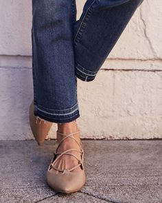 Trend-on-trend, like YASS. The raw hem & the lace-up flat   #oldnavystyle