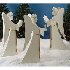 Woodworking Patterns Angelic Chorus : Large-format Paper Woodworking Plan from WOOD Magazine - This trio looks great either gathered on the front lawn or inside the family room or living room. Cut and paint the angels in just a few evenings. Cool Woodworking Projects, Woodworking Patterns, Popular Woodworking, Woodworking Furniture, Fine Woodworking, Diy Wood Projects, Wood Crafts, Woodworking Classes, Woodworking Machinery