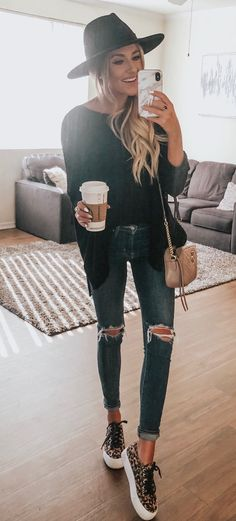 Preppy Spring Outfits You Will Love black cardigan Outfit Jeans, Cardigan Outfits, Casual Outfits, Cute Outfits, Black Cardigan Outfit, Black Outfits, Beautiful Outfits, Cooler Style, Cooler Look