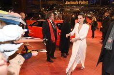 """Eröffnung Berlinale 2015: Starke Frauen und reichlich Prominenz. Showtime in Berlin: Zur Eröffnung des Filmfestivals in Berlin mit dem Film """"Nobody Wants the Night"""" mit Juliette Binoche zeigten sich die Promis in bester Laune auf dem roten Teppich. Und so manch eine Dame überraschte mit ihrem Outfit. http://www.stuttgarter-zeitung.de/inhalt.eroeffnung-berlinale-2015-starke-frauen-und-reichlich-prominenz.c6aa4748-f822-4766-b9e2-21196e25a1ef.html"""
