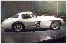 Eigentlich als Rennwagen konzipiert, erklärte Uhlenhaut die Wagen nach dem Rückzug aus dem Rennsport kurzerhand zu seinen Dienstwagen #Mercedes-Benz, Uhlenhaut-Coupe # Prototypen, Unikate und Kleinserien #oldtimer #youngtimer http://www.oldtimer.net/bildergalerie/mercedes-benz-prototypen-unikate-und-kleinserien/uhlenhaut-coupe/72-05-200077.html