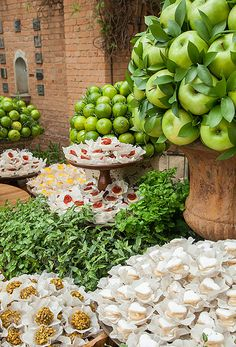 Diy wedding crafts apple tower centerpiece httpwww fabiana bozzano caio ciampolini constance zahn green apple weddingcatering junglespirit