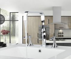 77.60$  Buy now - http://ali1q5.worldwells.pw/go.php?t=1792451343 - 55H Construction & Real Estate New Design Deck Mounted 3 Pcs Set Two Handles Bath Fixtures Bath Hardware Sets Bathroom Faucet 77.60$