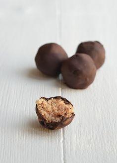 Lekkker recept voor gezonde bounty ballen zonder toegevoegde suiker.