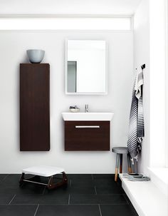 New Nordic touch with the Calidris washbasin and vanity unit for small rooms.