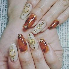 今のお店ではラストのお客さん❤今日はいつもより大人っぽいわー(*≧∀≦*) #nail #nailart #naildesign #gel #gelnail #art #スカルプネイル #スカルプチュア #アクリル #ベッコウネイル #ベッ甲ネイル #ストーンネイル #バレリーナシェイプ #初めてやったけど綺麗に形とるのムズい! #バレリーナネイル #楽しい時間をありがとうございました! #また会いましょうwww #大人ネイル
