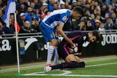 Barcelona's defender Gerard Pique (R) keeps the ball away from Espanol's defender Aaron during the Spanish league football match RCD Espanyol vs FC Barcelona atthe Cornella-El Prat stadium in Cornella de Llobregat on April 29, 2017. / AFP PHOTO / PAU BARRENA