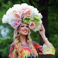 Pin for Later: Around the World With the Week's Best Photos Flower Power Keeping with tradition, a woman wore a very large floral hat for the Royal Ascot in England. Royal Ascot Ladies Day, Royal Ascot Races, Sarah Ferguson, Derby, Ascot Hats, Fancy Hats, Outfits With Hats, Weird And Wonderful, Fashion Gallery