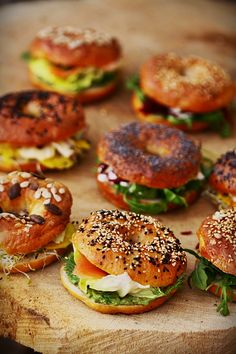 In this article we have collected the best brunch ideas and recipes. Sweet or salty, here's an inspiration for your brunch menu! Think Food, I Love Food, Good Food, Yummy Food, Bagel Sandwich, Bagel Pizza, Tostadas, Food Inspiration, Food Photography