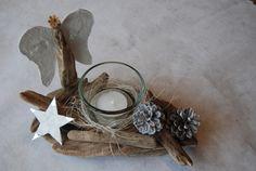 *Windlicht aus Treibholz 002*    Windlicht aus Treibholz, liebevoll zusammengestellt. Das Windlicht aus Glas wurde mit grauen Dekosand gefüllt und ...