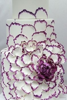 wedding  cake with unique purple flower decoration #whiteandpurpleweddingcake