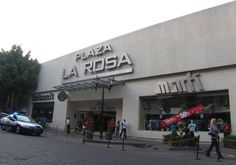 Plaza La Rosa is a modern shopping arcade that features over 72 prestigious shops and boutiques including plenty of consumer electronics stores. The place offers all kinds of shops and has entrances on both sides of streets.