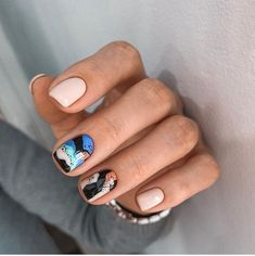 Glamorous Nail Art Designs 2019 For Girls Round nails art is so nice! That's why we found the best nails to motivate you and take you to the l Nude Nails, Manicure And Pedicure, Gel Nails, Nail Polish, Coffin Nails, Gradient Nails, Holographic Nails, Matte Nails, Stiletto Nails