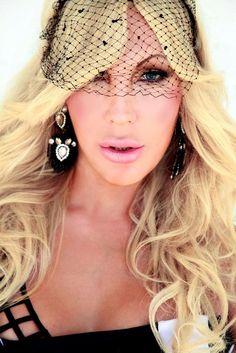 CHRISTINA RAPADO - Actríz - cantante  - presentadora. Foto: Fran Rivero. dress - black&white - luxe - blanco y negro - lujo - vestido - gala