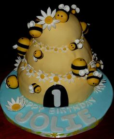 incredible looking cakes | incredible cake!)Hive Cake:Bottom layer is homemade strawberry cake ...