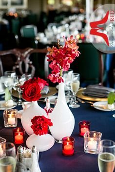Red and white elements pop off of a navy tablecloth. http://www.madisonclub.org/index.asp