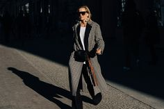 The Local's Soren Larsen is in Berlin for Vogue Runway, shooting the street style scene outside the German capital's runway shows. Look out for our daily updates. German Street Fashion, Berlin Fashion, Cool Street Fashion, Street Chic, Street Wear, Runway Fashion, Fashion Models, Fashion Week 2018, Autumn Street Style