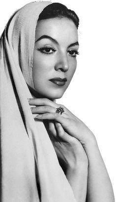 Maria Felix...la auténtica diva mexicana. Actriz Cine de oro 50s. Belleza.
