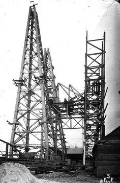 The Middlesbrough Transporter Bridge under construction Industrial Artwork, East Yorkshire, North East England, Middlesbrough, Weird And Wonderful, Under Construction, Artist At Work, Old Photos, Bridge