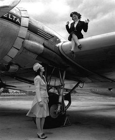 Awesome Vintage Pictures From The Golden Age Of American Airlines Airline Uniforms, Airline Pilot, Delta Flight Attendant, Pan Am, Photos Voyages, Air Travel, Vintage Travel, Vintage Airline, The Past