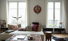 The Socialite Family | Chez Delphine Crech'riou cofondatrice d'Hipanema. #deco #interieur #interior #livingroom #salon #ethnic #ethnique #exotic #exotique #sofa #canapé #coussin #colors #couleurs #cushion #wood #bois #voyage #travel #original #hipanema #amenapih #thesocialitefamily