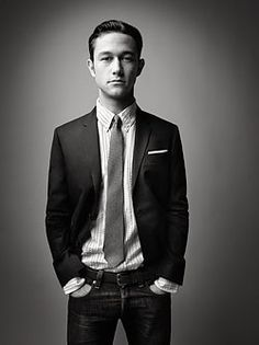 Joseph Gordon-Levitt  good acting in LOOPER