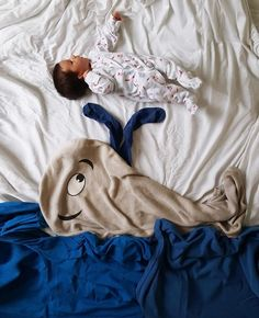 Creative Newborn Photos Using Blankets | You'll Never Guess the Simple Household Items Used to Create These Amazing Baby Photos | POPSUGAR Moms Photo 7