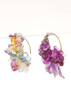 Earing / flower banana hoop Material:K18, K10, color stones