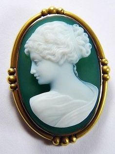 AMAZING ANTIQUE ITALIAN 14K GOLD CARVED NATURAL GREEN AGATE CAMEO BROOCH c1900